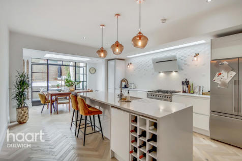 Forest Hill Road, London. 4 bedroom end of terrace house for sale