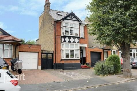 Kingston Road, Romford. 4 bedroom detached house