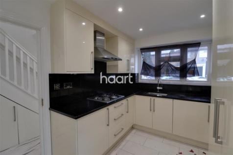 Wharncliffe Drive Southall UB1 3EP. 3 bedroom semi-detached house