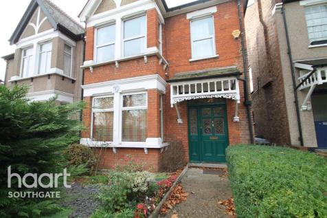 The Limes Avenue, N11. 2 bedroom flat