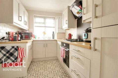Arnos Grove, N11. 2 bedroom flat