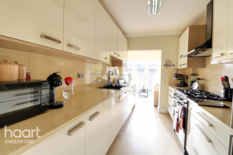 Southall. 3 bedroom end of terrace house for sale