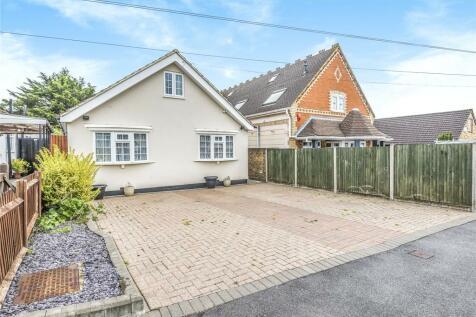 Micawber Avenue, Hillingdon, Middlesex, UB8. 4 bedroom bungalow