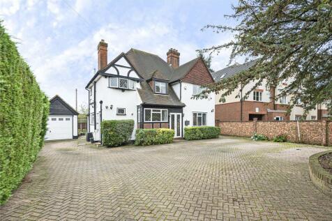 Church Road, Uxbridge, Middlesex, UB8. 4 bedroom detached house