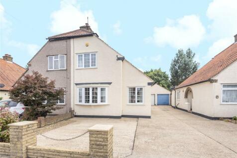 West Drayton Road, Uxbridge, Middlesex, UB8. 3 bedroom semi-detached house
