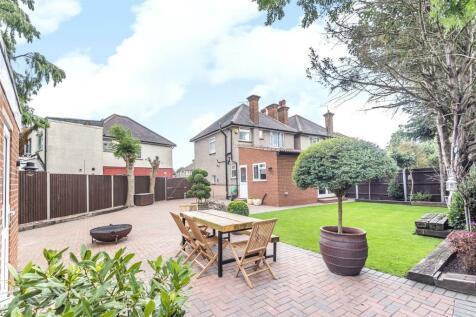 Southfield Close, Uxbridge, Middlesex, UB8. 3 bedroom detached house