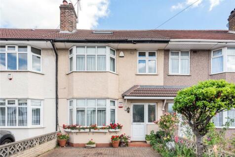 Lees Road, Uxbridge, UB8. 4 bedroom terraced house