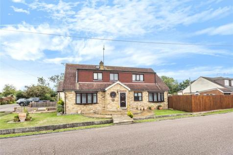 Willow Avenue, Denham, Buckinghamshire, UB9. 5 bedroom detached house
