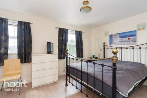 Compton Avenue, Wembley. 4 bedroom terraced house