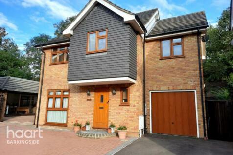 Carswell Close, Redbridge. 4 bedroom detached house for sale