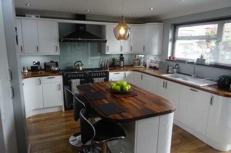 Elmfield, Gillingham, Kent. ME8 6BW. 6 bedroom semi-detached house