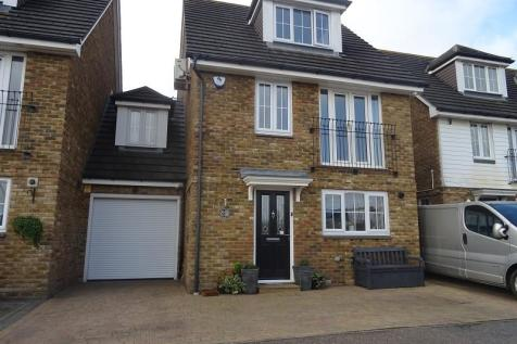 Waterside Lane, Gillingham, Kent. ME7 2ST. 3 bedroom link detached house