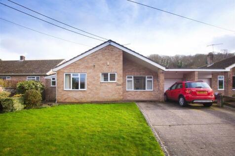 Sutton Road, Fovant. 3 bedroom bungalow