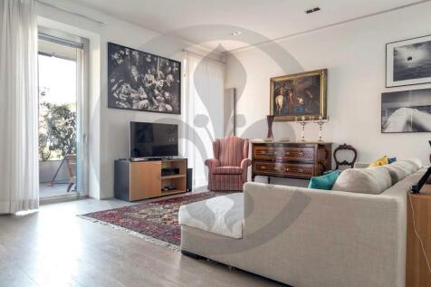 Roma, Rome, Lazio. 4 bedroom flat for sale