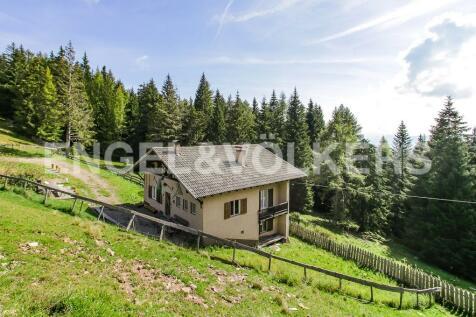 Bolzano, Bozen, Trentino-South Tyrol. 4 bedroom house
