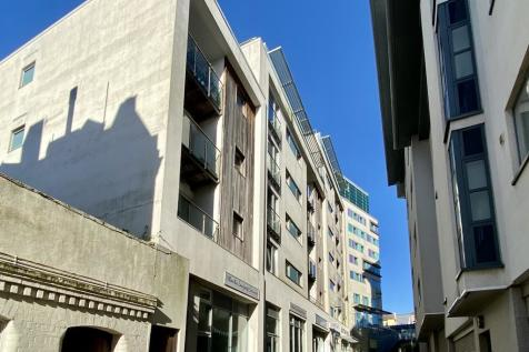 Moon Street, Sutton Harbour, Plymouth. 1 bedroom apartment