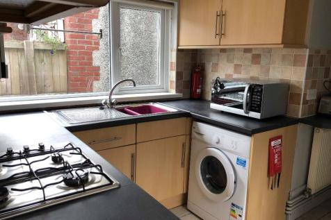 Long Row, Pontypridd, South Glamorgan, Rhondda Cynon Taff, CF37. 4 bedroom house share