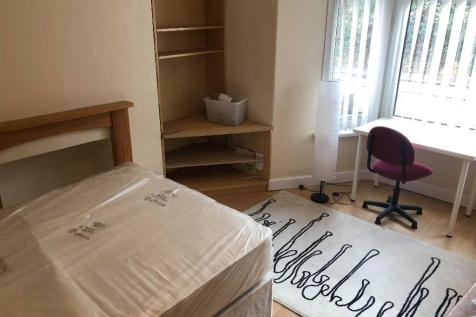 Broadway, Pontypridd, South Glamorgan, Rhondda Cynon Taff, CF37. 6 bedroom end of terrace house