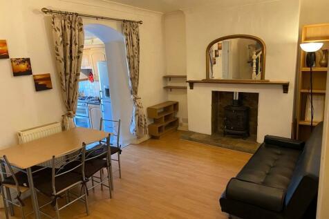 Broadway, Pontypridd, South Glamorgan, Rhondda Cynon Taff, CF37. 1 bedroom terraced house