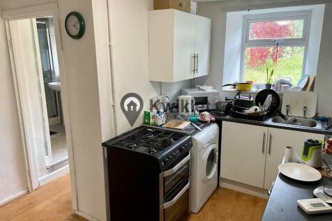 Long Row, Pontypridd, South Glamorgan, Rhondda Cynon Taff, CF37. 3 bedroom terraced house