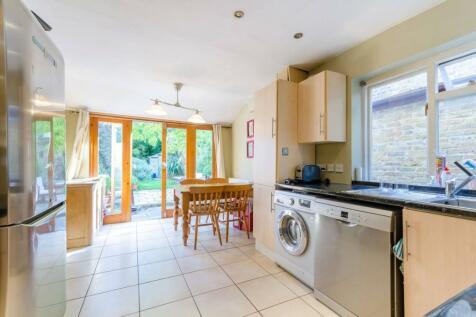 Amberley Grove, Croydon, CR0. 3 bedroom house