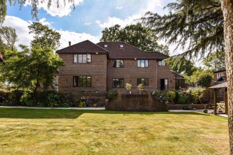 Lady Bettys Drive, Whiteley Border. 4 bedroom detached house