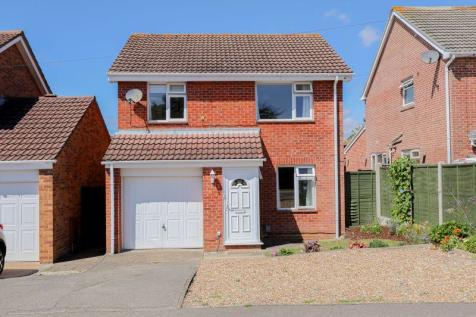 Abshot Road, Titchfield Common. 3 bedroom detached house