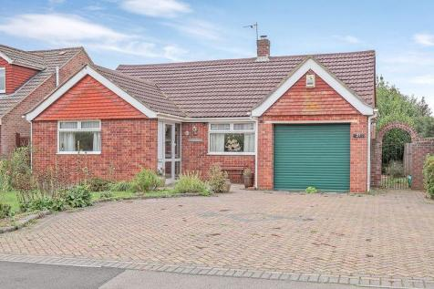 Raley Road, Locks Heath. 3 bedroom detached bungalow