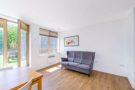 Albemarle Road, Beckenham. 2 bedroom flat