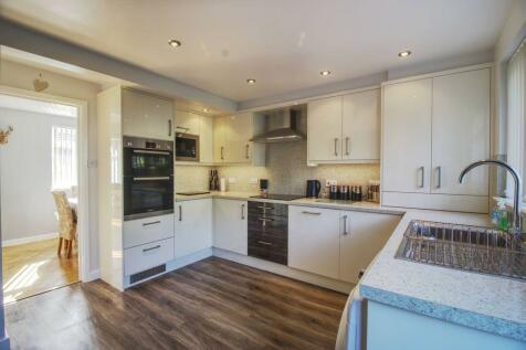 Willshere Road, Barnstaple EX32 8EL. 4 bedroom semi-detached house for sale