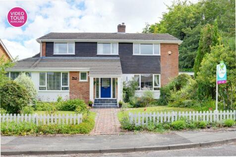 Hazel Close, Oakley, Basingstoke RG23 7DB. 4 bedroom detached house