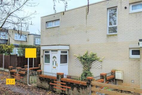 Highwood Lane, Loughton. 3 bedroom end of terrace house