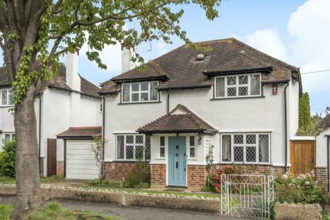Court Drive, Sutton. 3 bedroom detached house