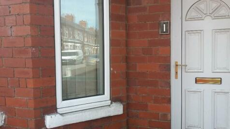 Garth Terrace, Burton Stone Lane. 4 bedroom end of terrace house