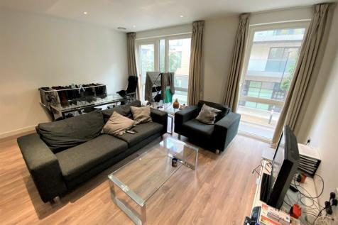Devan Grove, London, N4. 3 bedroom flat