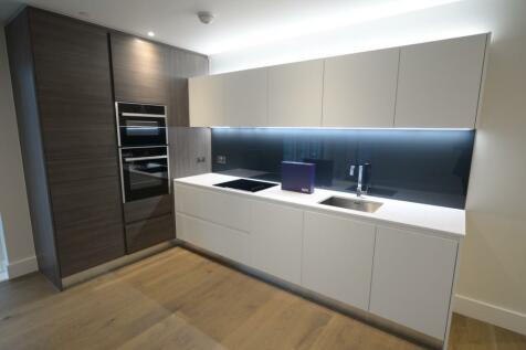 Kidbrooke Park, London, SE3. 3 bedroom flat