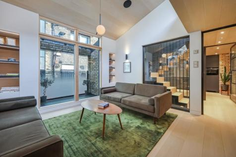 Voss Street, London, E2. 3 bedroom mews house for sale