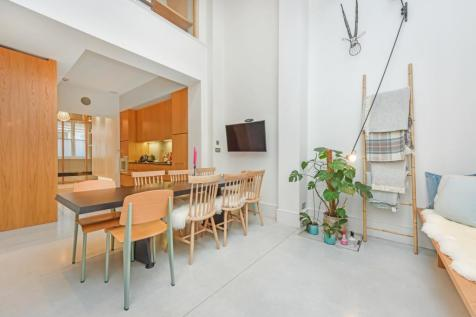 Princelet Street, London, E1. 3 bedroom town house for sale