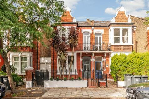 Airedale Avenue, London, W4. 5 bedroom semi-detached house