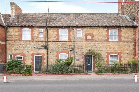Bristol Road, Sherborne. 3 bedroom terraced house