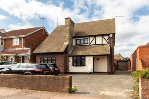 Hobleythick Lane, Westcliff-on-Sea, Essex. 3 bedroom detached house for sale