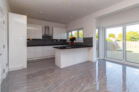 Southbourne Grove, Westcliff-on-Sea, Essex. 5 bedroom semi-detached house