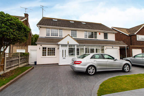 Wyatts Drive, Thorpe Bay, Essex. 6 bedroom detached house for sale