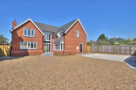 Newport Pagnell. 4 bedroom detached house