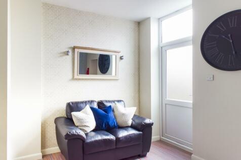 Seaford Street, Stoke, ST4. 4 bedroom terraced house