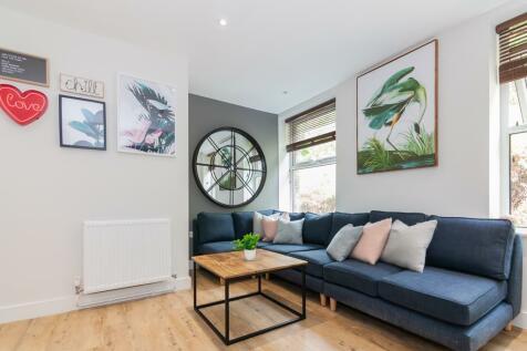 Bankfield Road, Huddersfield, HD1. 6 bedroom flat