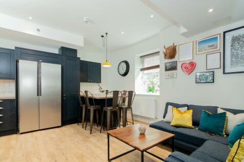 Bankfield Road, Huddersfield, HD1. 7 bedroom flat