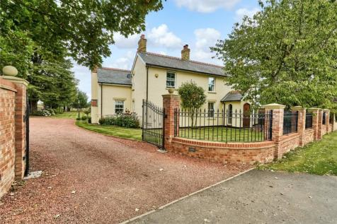 Sutton Mill Road, Potton, Sandy, Bedfordshire, SG19. 4 bedroom equestrian facility for sale