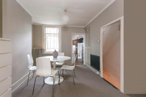 Southampton Way, London, SE5. 1 bedroom maisonette