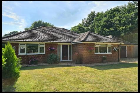 Whitemoor Lane, Copythorne, SO40. 3 bedroom detached bungalow